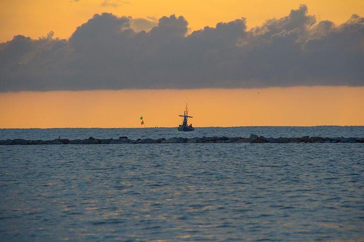 วิถีชีวิตของชาวบ้าน กับท้องทะเลที่สวยงาม #seayoutomorrow #ทะเลวันพรุ่งนี้อยู่ในมือคุณ